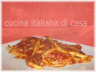Strozzapreti con sugo di cervo ai funghi secchi ricetta con foto di cucina italiana di casa - Cucina italiana di casa ...